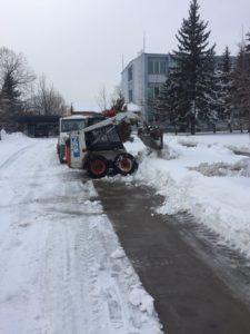 Снегопочистване. Почистване на сняг. Снегоизвозване.