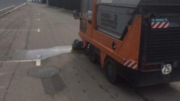 Почистване на паркинги, площади, алеи с вакуумна метачка