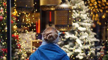 Монтаж на коледни и новогодишни украси